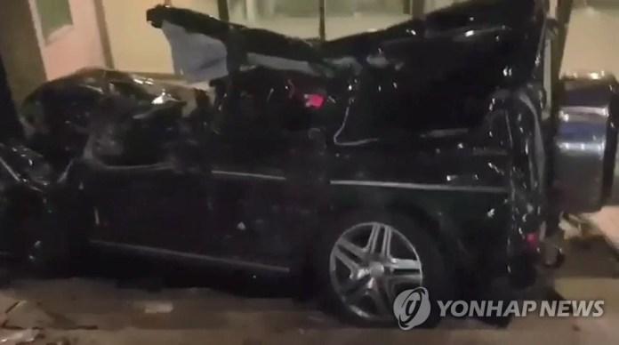 처참히 부숴진 김주혁의 차량