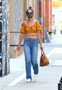 Katie Holmes Spotted Shopping At Manhattan's Soho Area 3. o 128w 186h