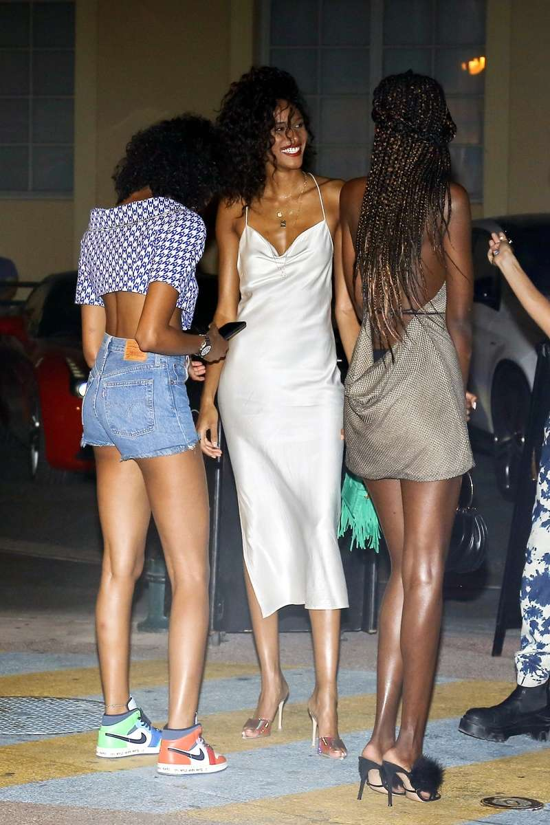 Cindy Bruna Spotted At Vip Room La Gioia In Saint Tropez-France