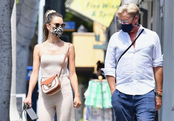 Alessandra Ambrosio Photos shopping with a friend in Santa Monica