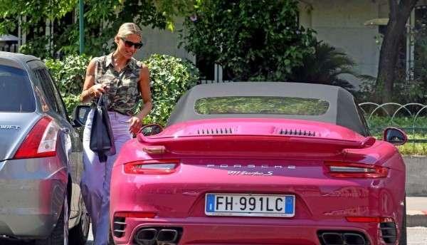 Michelle Hunziker drives her flashy pink porsche out in Milan