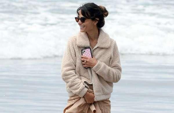 Jordana Brewster heads to the beach in Malibu