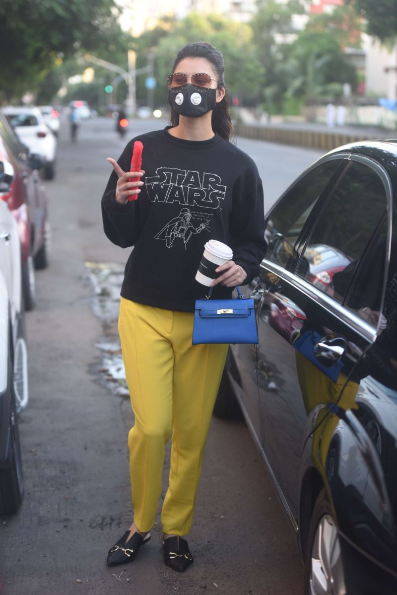 Urvashi Rautela Spotted At Juhu Wearing A Black Top And Yellow Pants