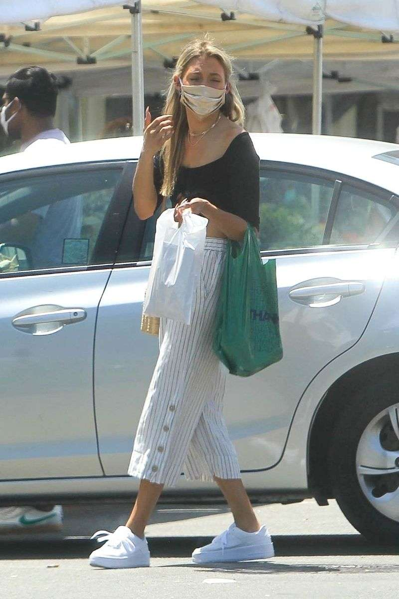 Greer Grammer Picks up some goodies as she visits her local Farmer's Market in West Hollywood