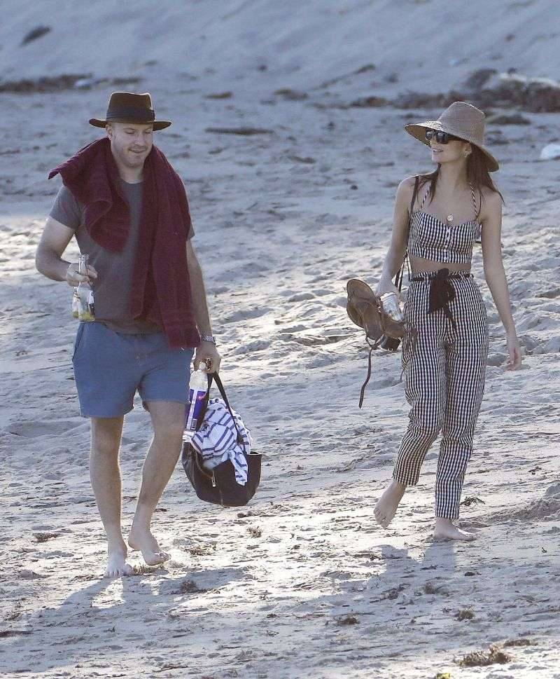Emily Ratajkowski shows off her toned physique while at the beach in Miami