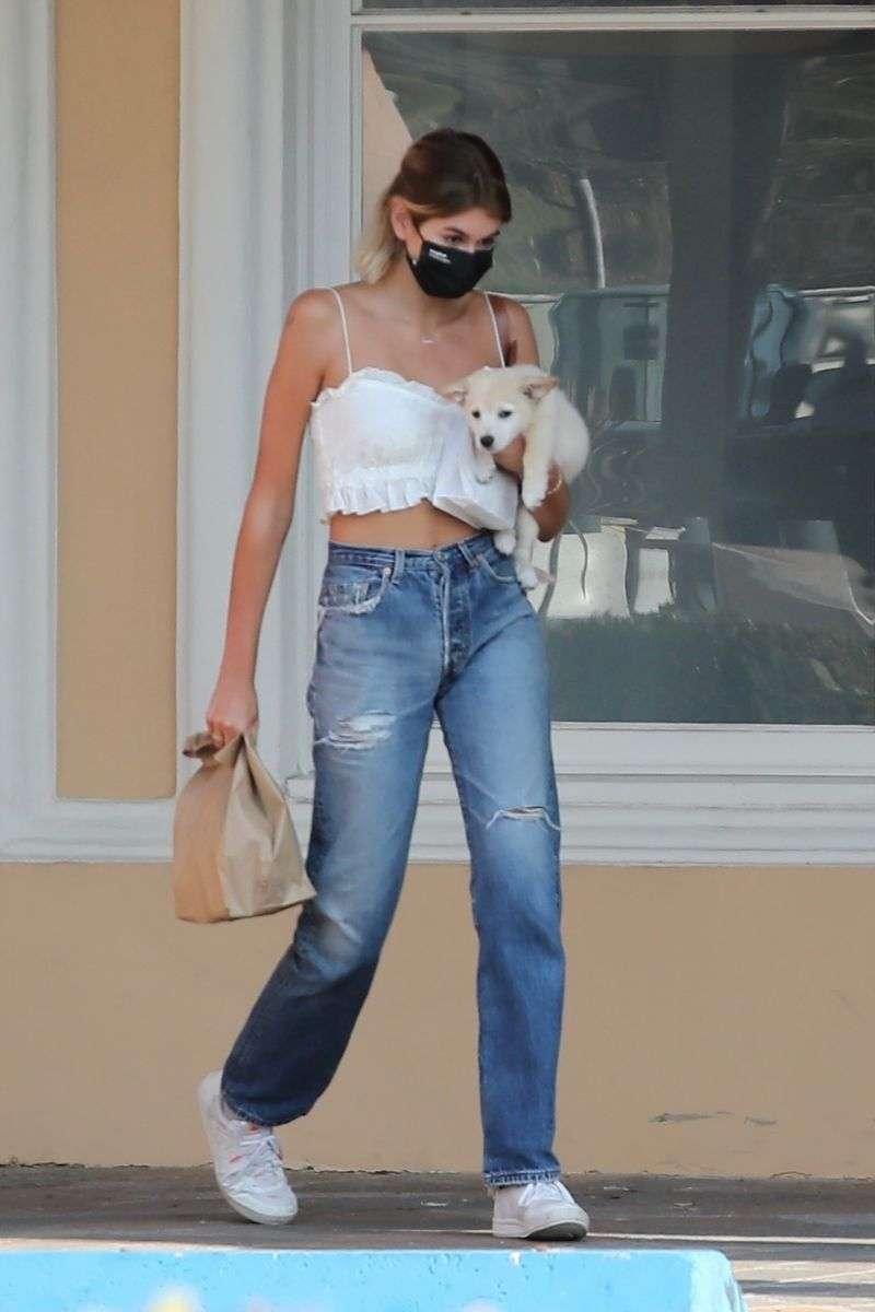 Kaia Gerber Latest pictures with her puppy in Malibu