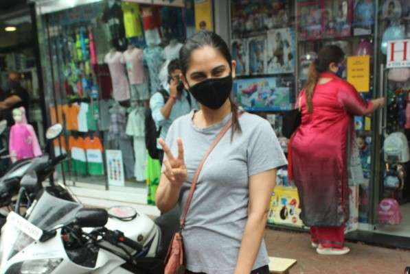 Krystal Dsouza Latest photos at andheri