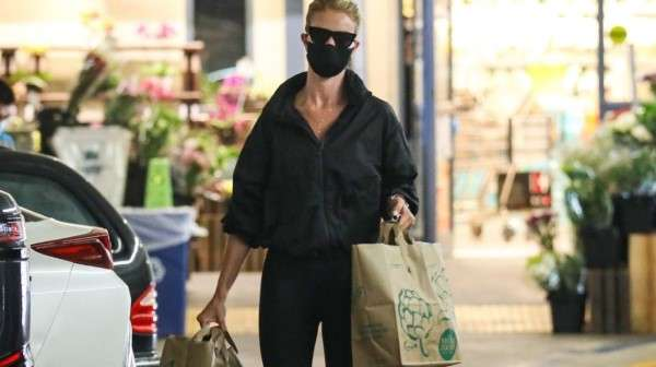Rosie Huntinghton Whiteley seen picking up some groceries in Los Angeles