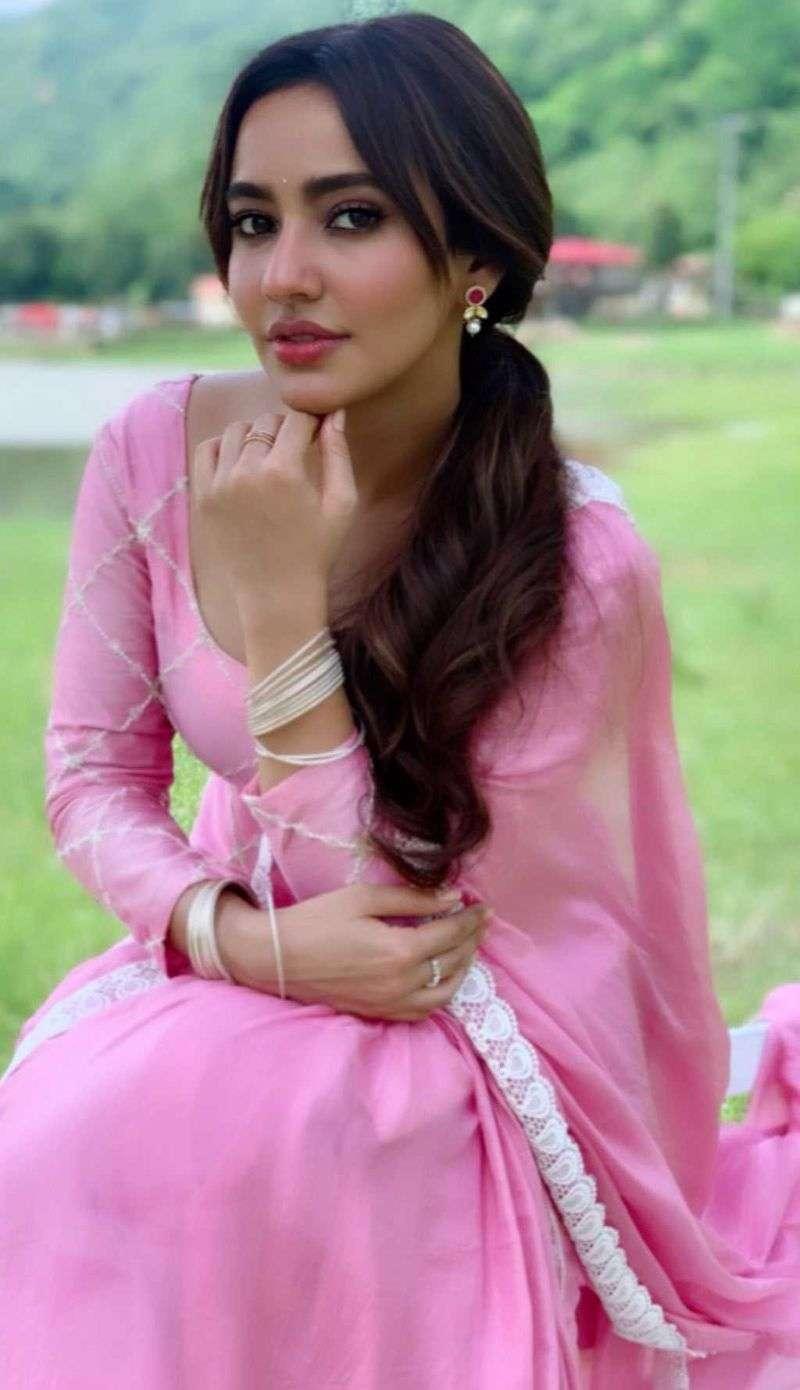 Neha Sharma Hot And Gorgeous Pics