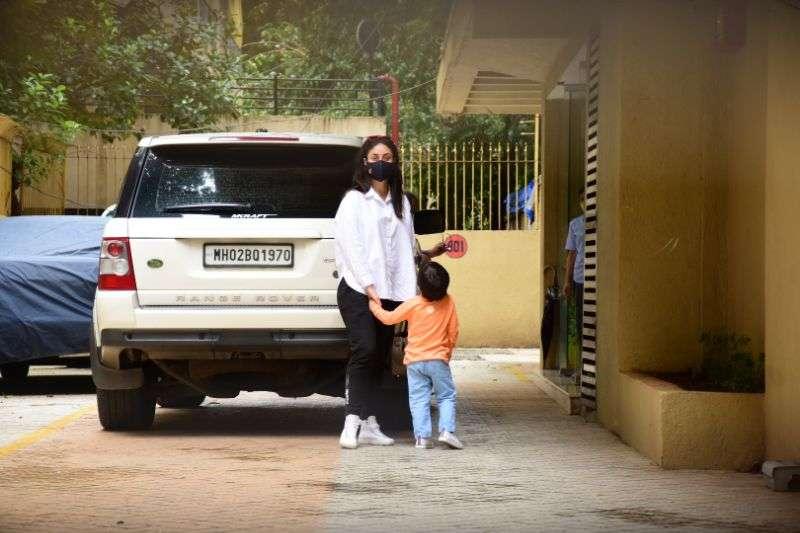 Kareena Kapoor & Taimur spotted at bandra photos HD