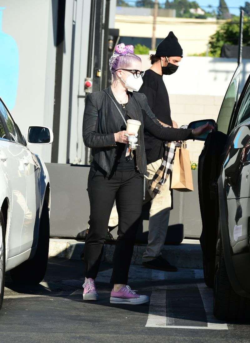 Kelly Osbourne Shows off new new look after shedding more the 50 pounds in Los Angeles