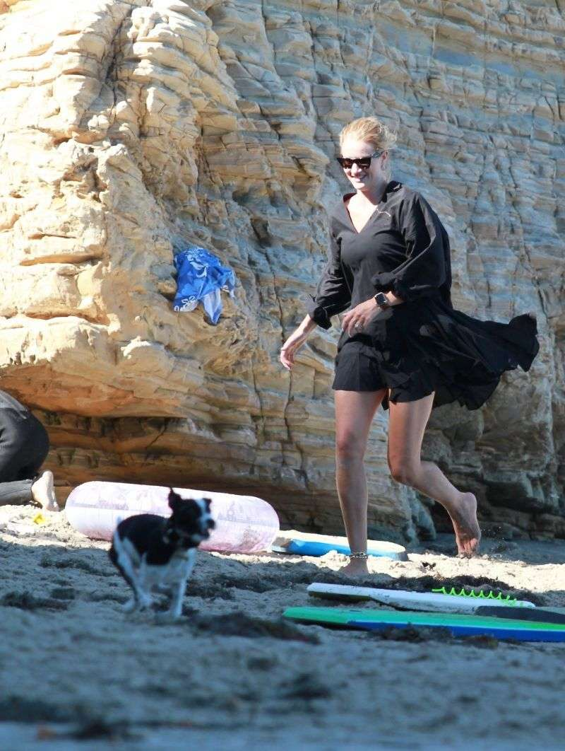 Rosie Huntington Whiteley Enjoys a family day out on the beach in Malibu