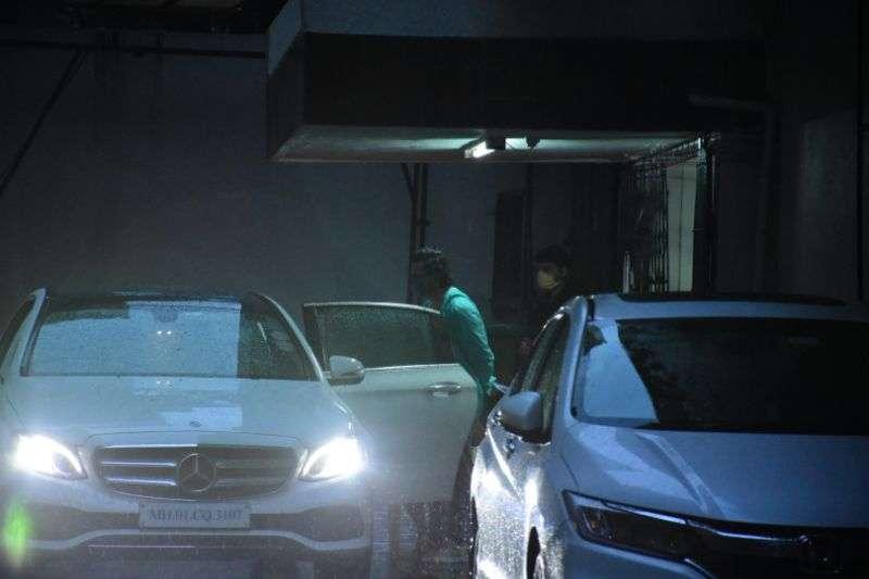 Varun Dhawan & Kiara Advani spotted at Dharma films office in bandra