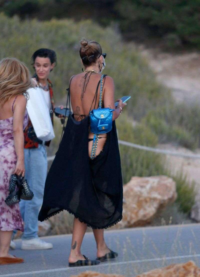 Rita Ora Reveals her black bikini while enjoying a sunset in Ibiza