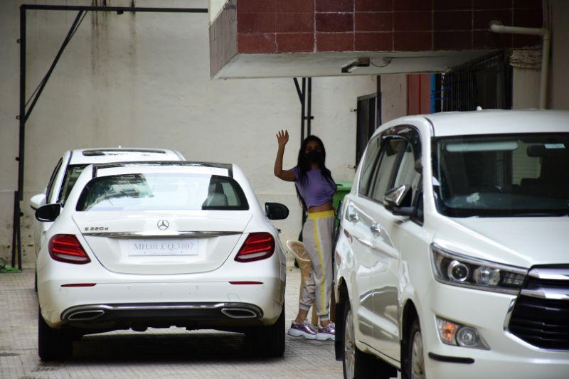 Kiara Advani Latest Photos at dharma office in Bandra