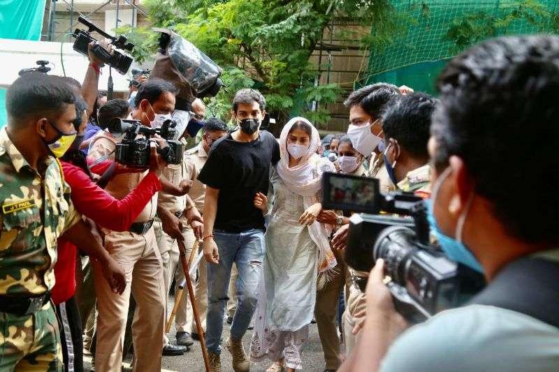 Rhea & Shouvik Chakraborty at ED office in mumbai photos HD