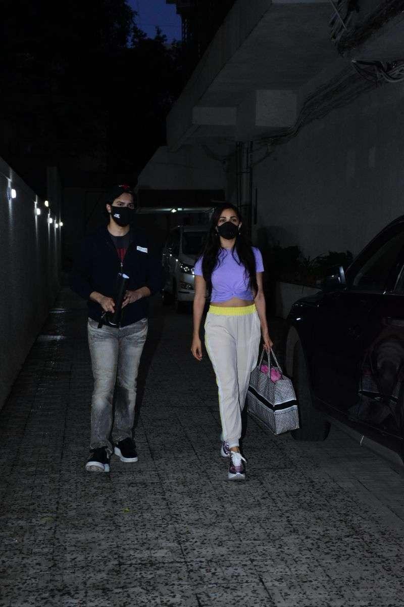 Varun Dhawan & Kiara Advani spotted at Dharma films office in bandra HD Photos