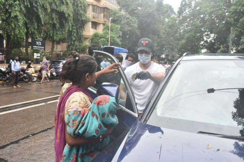 Varun Dhawan & Natasha Dalal spotted at bandra Pics HD