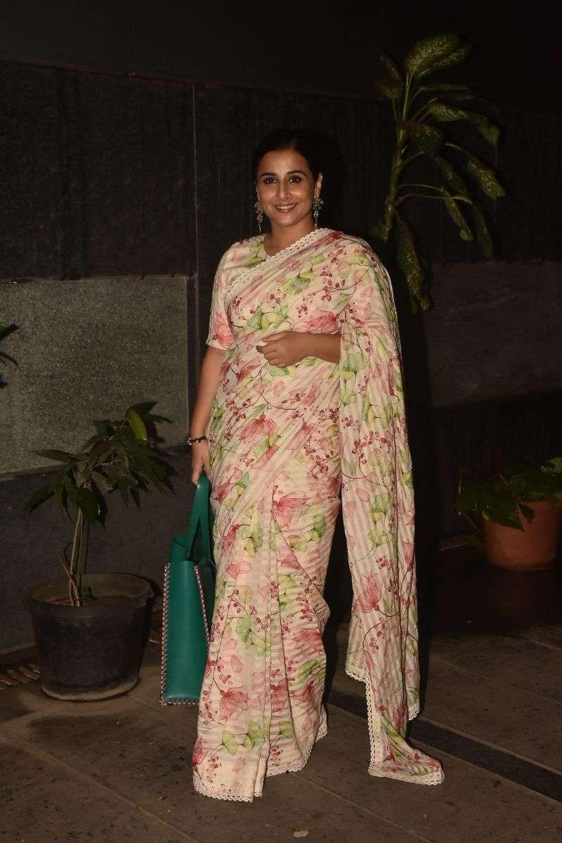 Vidya Balan spotted at bandra Photos HD
