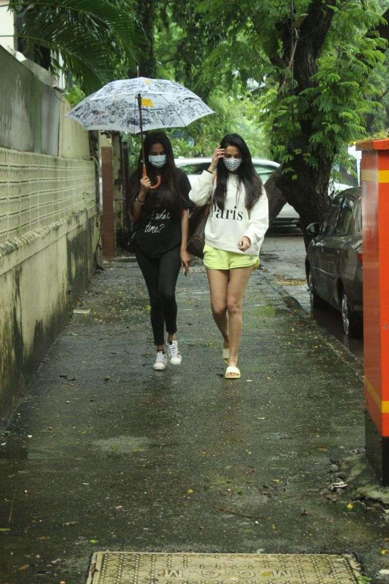 Sonal & Himani Chauhan spotted at juhu photos Full HD