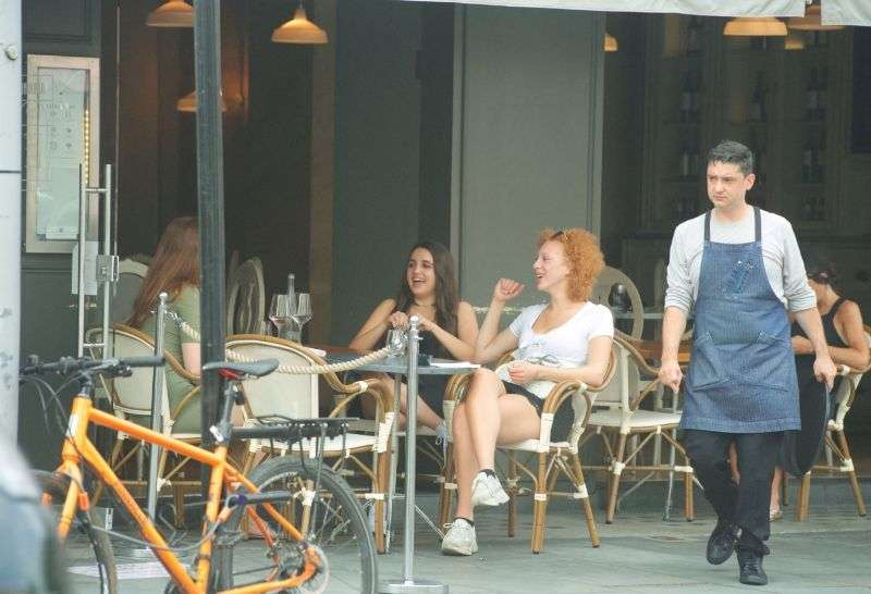 Anna Ermakova Spotted with two friends and have a laugh and a dessert outside the posh Aubaine Cafe in Knightsbridge