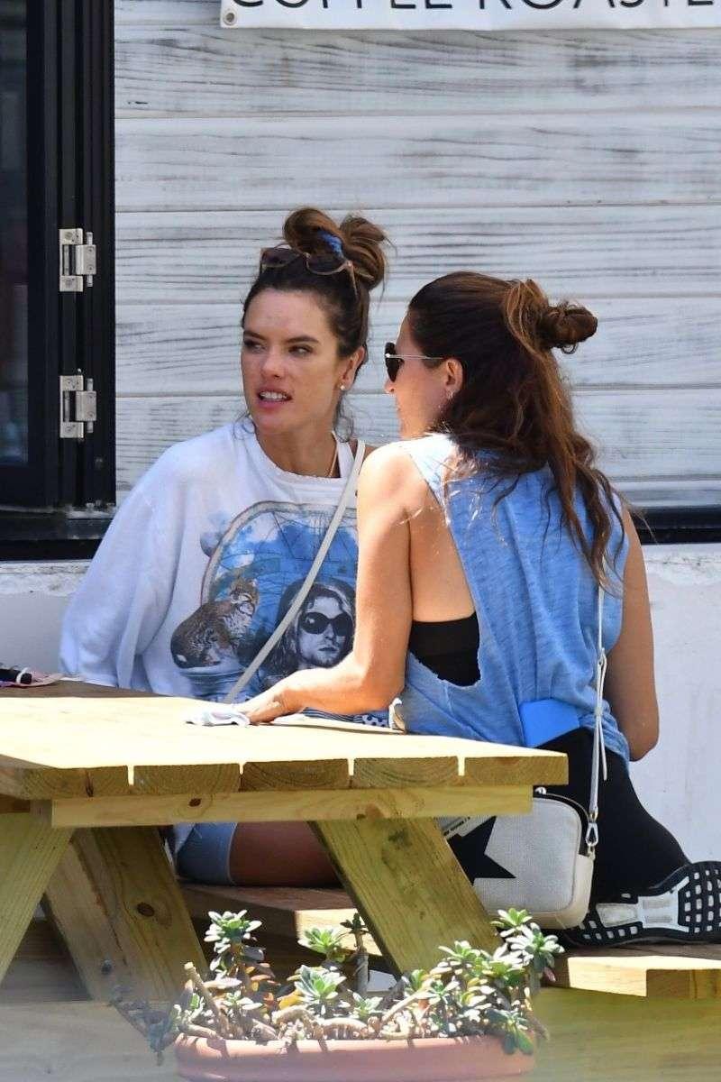 Model Alessandra Ambrosio seen grabbing some take out lunch in Malibu California