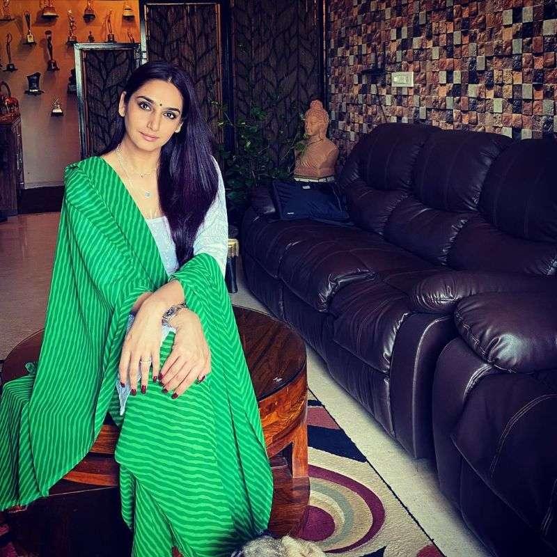 Ragini Dwivedi Latest Hot Photo-shoot Stiils HD,Ragini Dwivedi Hot images, Ragini Dwivedi hot pics, Ragini Dwivedi latest hot pics, Ragini Dwivedi gallery