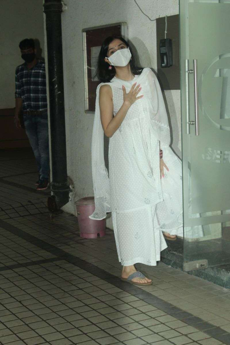 Divya Khosla Kumar Latest Photos at Tseries office in andheri HD