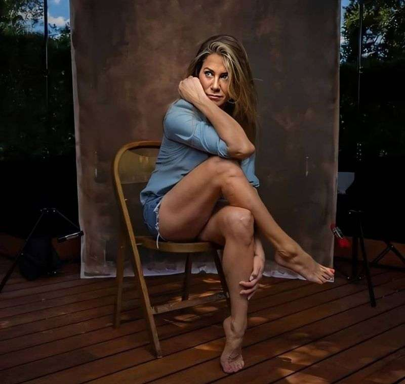 Jennifer Aniston photographed in the backyard of her LA home HD