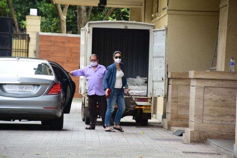 Kareena Kapoor & Malaika Arora at Amrita Arora's house in bandra HD Photos