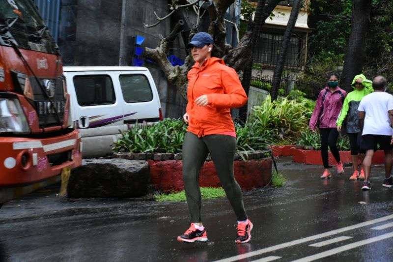 Neha Dhupia Latest Pics at bandra HD