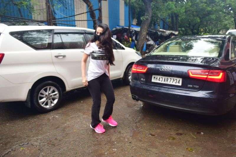 Ameesha Patel Latest Photos At Juhu HD