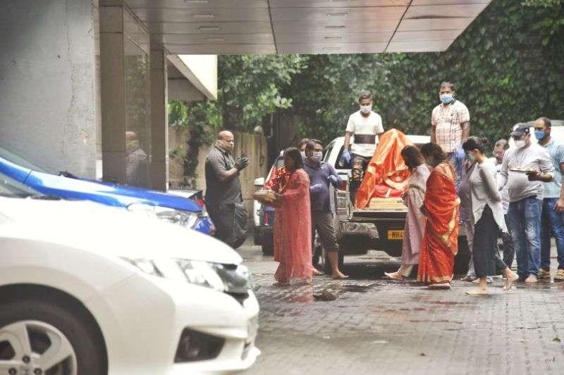 Arpita sharma snapped bring's home lord Ganesha HD