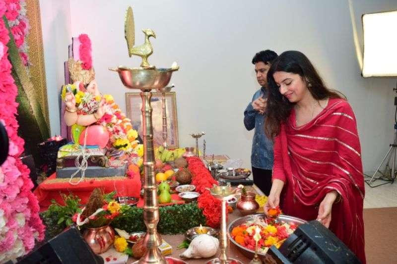 Divya celebrates Ganesh festival at T-series office in andheri photos HD