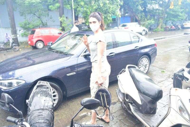 Karishma Tanna Hot Pics At juhu HD