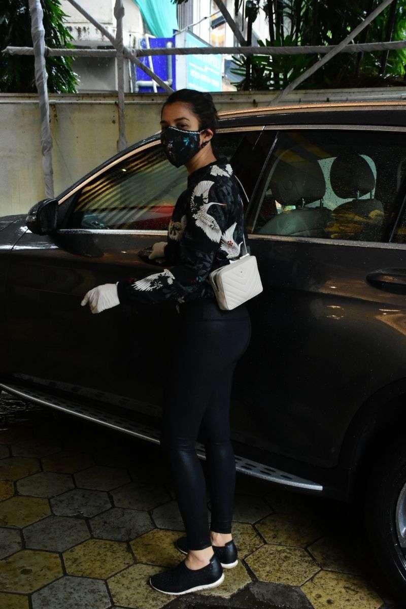 Sophie Chowdhary Latest photos At Bandra HD
