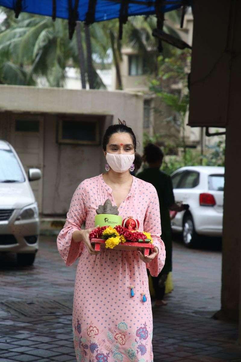 Shraddha Kapoor ganpati immersion Photos at juhu HD