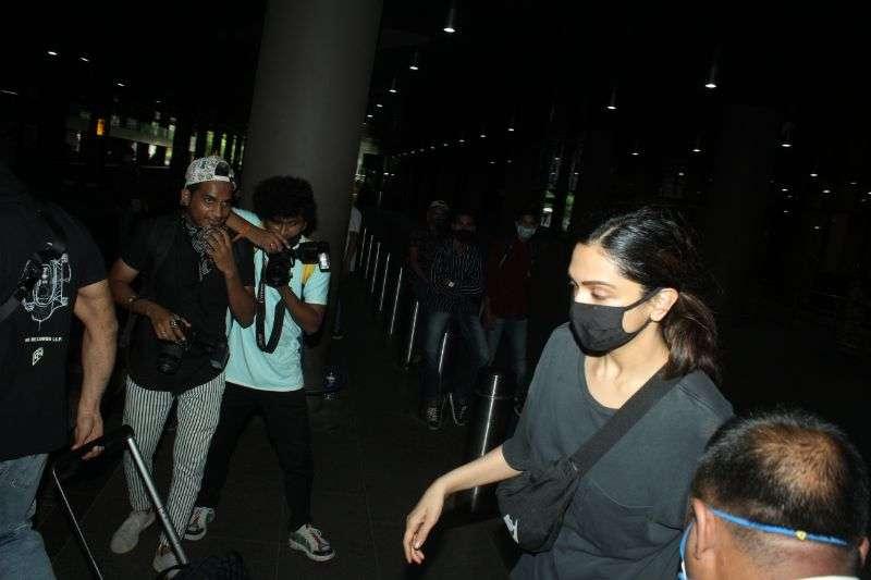 Deepika Padukone & Ranveer Singh Latest Photos At airport HD