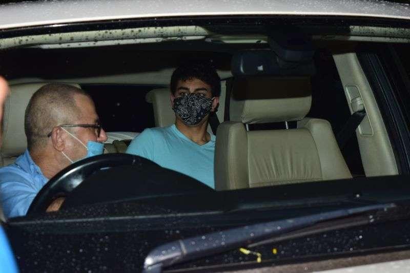 Sara Ali Khan & Ibrahim spotted at juhu HD photos