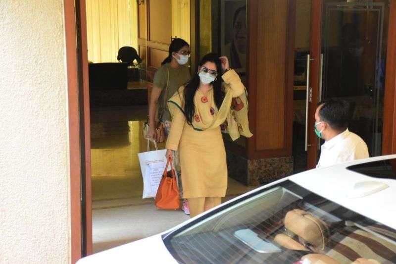 Sanjay Dutt leaving for hospital photos
