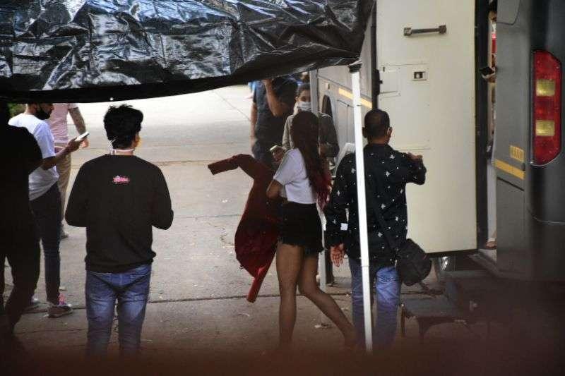 Sara Ali Khan Hot Pics In Red at Mehboob Studio in bandra HD