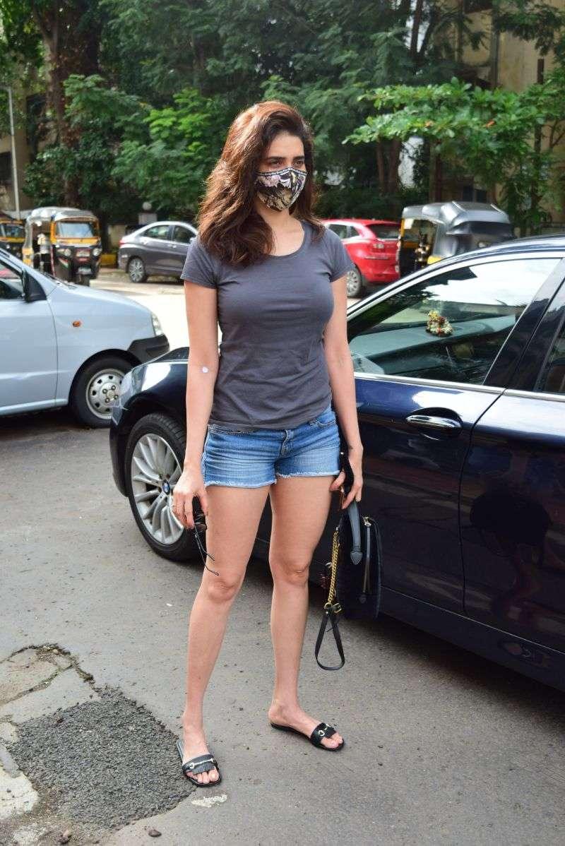 Karishma Tanna Hot Photo Stills at juhu HD