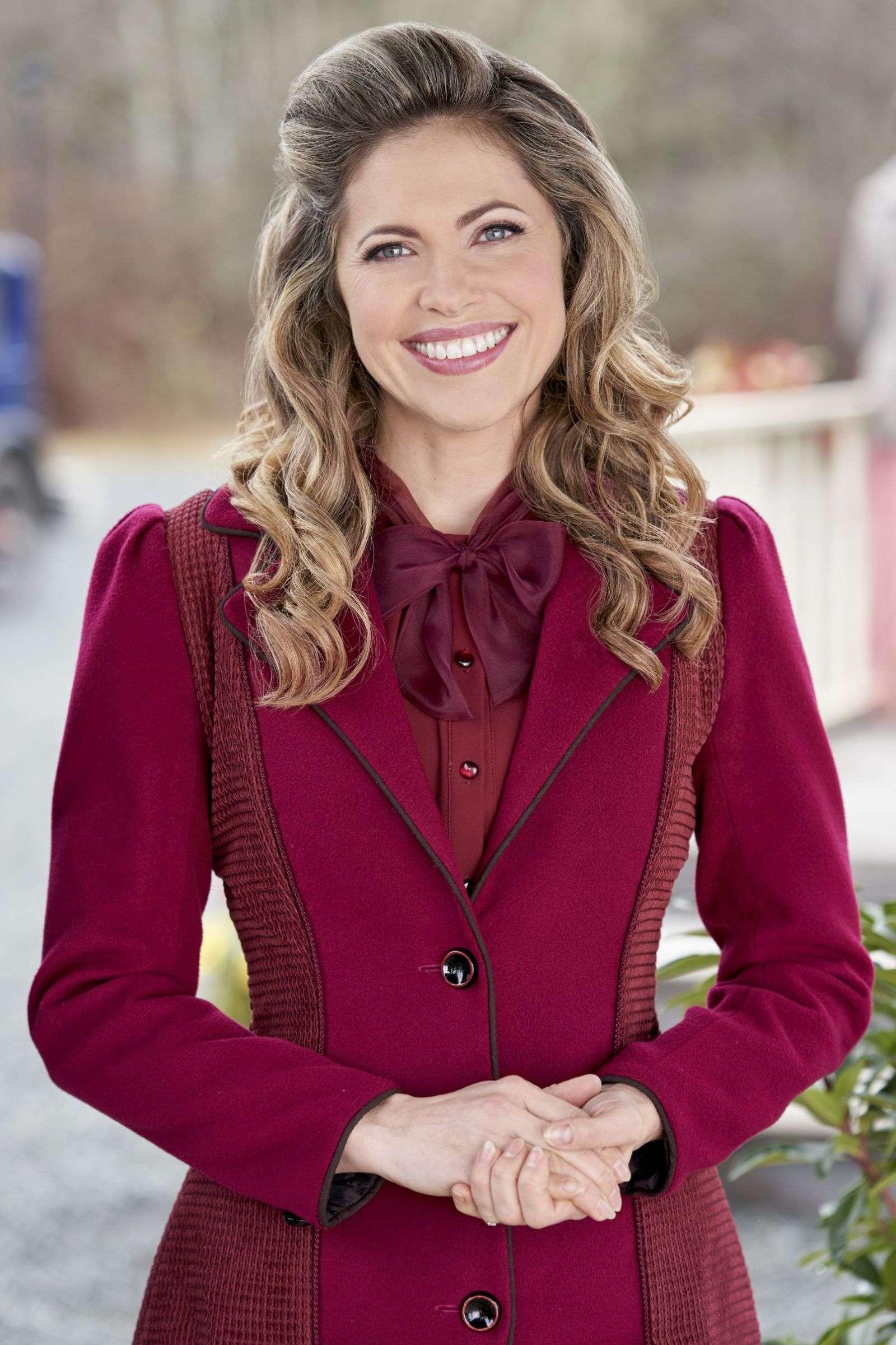 Pascale Hutton PhotoShoot Stills For the Heart Season 7 (2020) HD