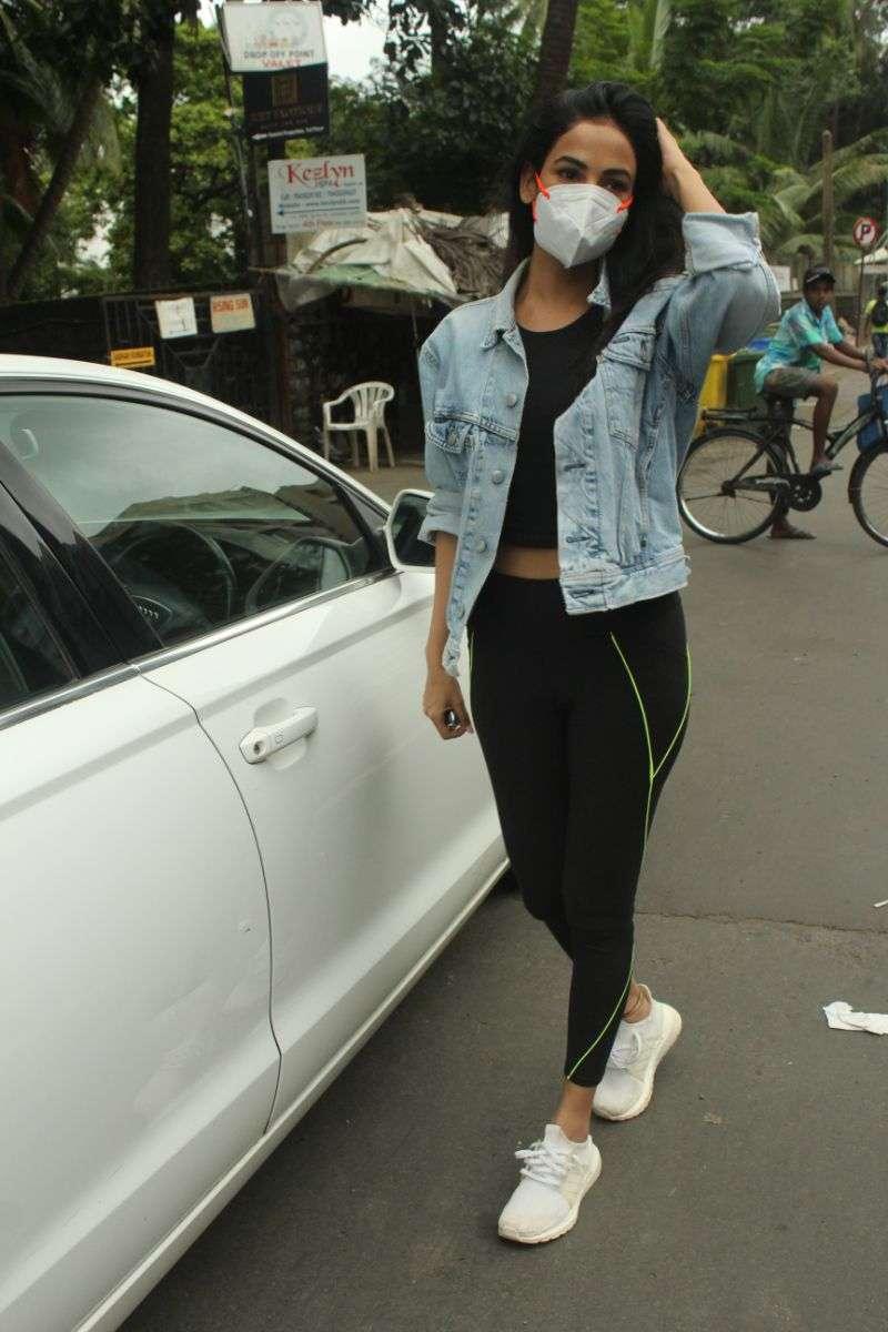Sonal Chauhan Cute Photo Stills At juhu HD