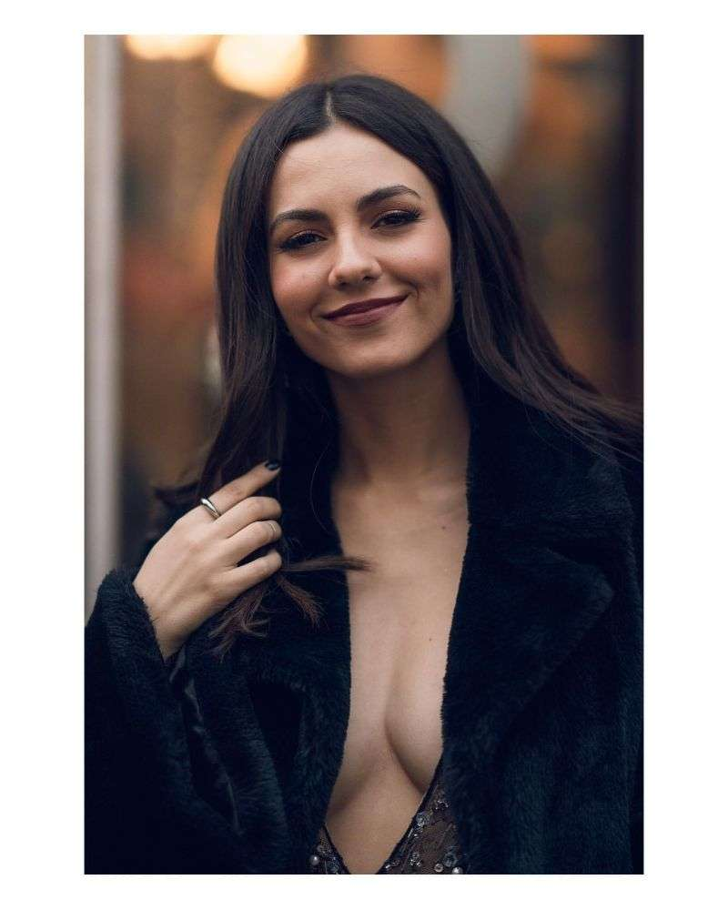 Victoria Justice Hot Chester Viloria photoshoot in New York 2020 HD