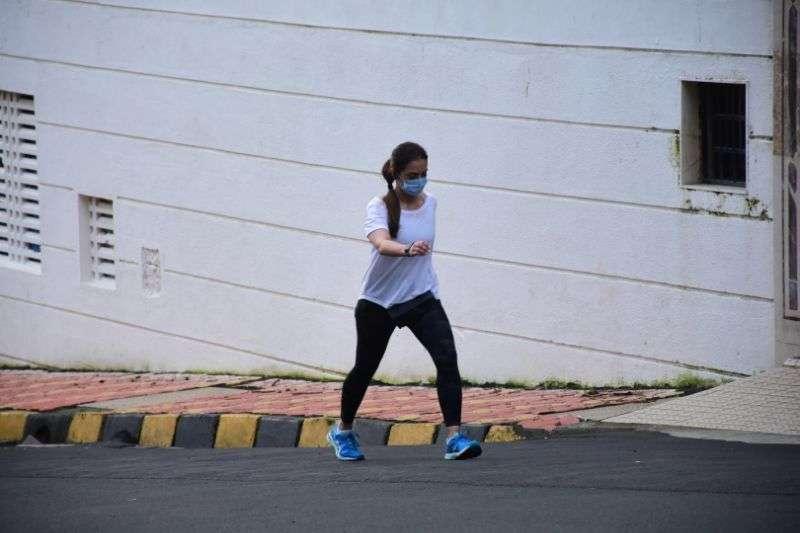 Seema Khan Morning Walking Pics At bandra