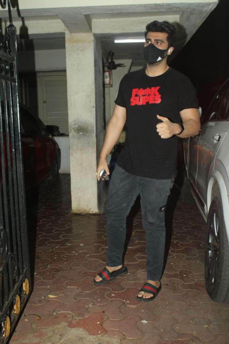 Arjun Kapoor Latest Pics at juhu Hd