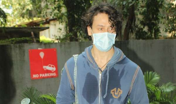 Tiger Shroff spotted at dance class in andheri HD