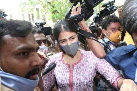 Rhea Chakraborty at NCB office in Mumbai HD