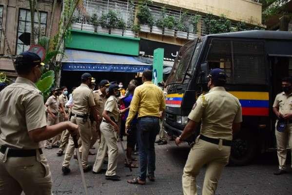 BMC demolishing Kangana Ranaut's office in bandra HD